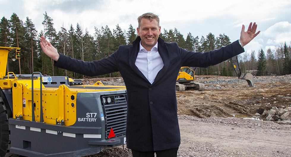 Northvolt expanderar sin verksamhet till Polen. På bilden syns vd:n Peter Carlsson vid första spadtaget av forskningsanläggningen i Västerås.