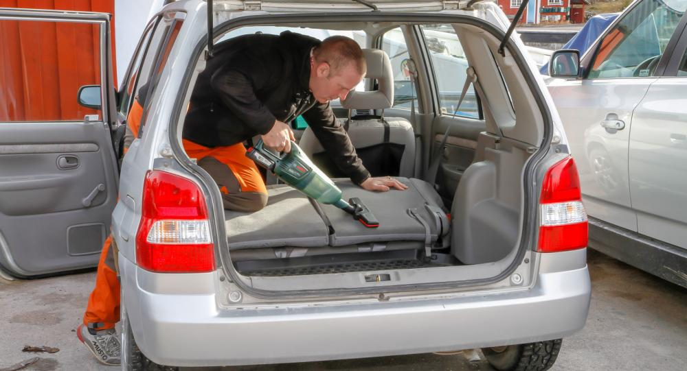 En dammsugare i bilen gör det lättare att göra rent både oftare och bättre.