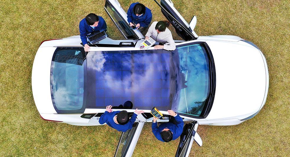Hyundai och Kia gör laddbara soltak