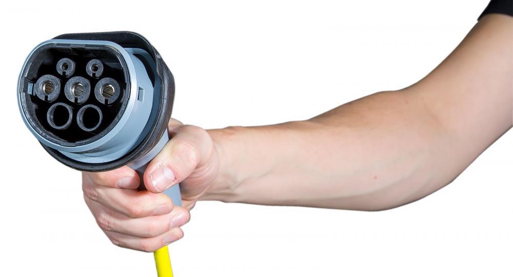 """Välbekant för alla som """"tankar"""" med sladd. Typ 2 (se bild) är den vanligaste kontakten för laddning av elbilar och laddhybrider."""