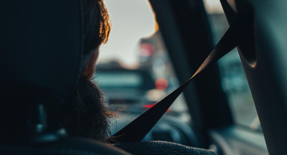 Kvinnor är generellt sett bättre på att använda bilbälte än män, enligt en undersökning från NTF.