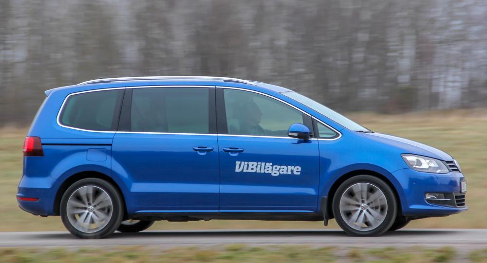 Volkswagen Sharan är en bil som passar familjer – utrymme, komfort och säkerhet håller hög nivå.