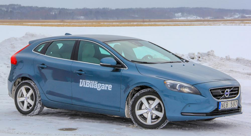 Volvos utmanare i den tuffa Golfklassen, V40, trivs i vinterföre.