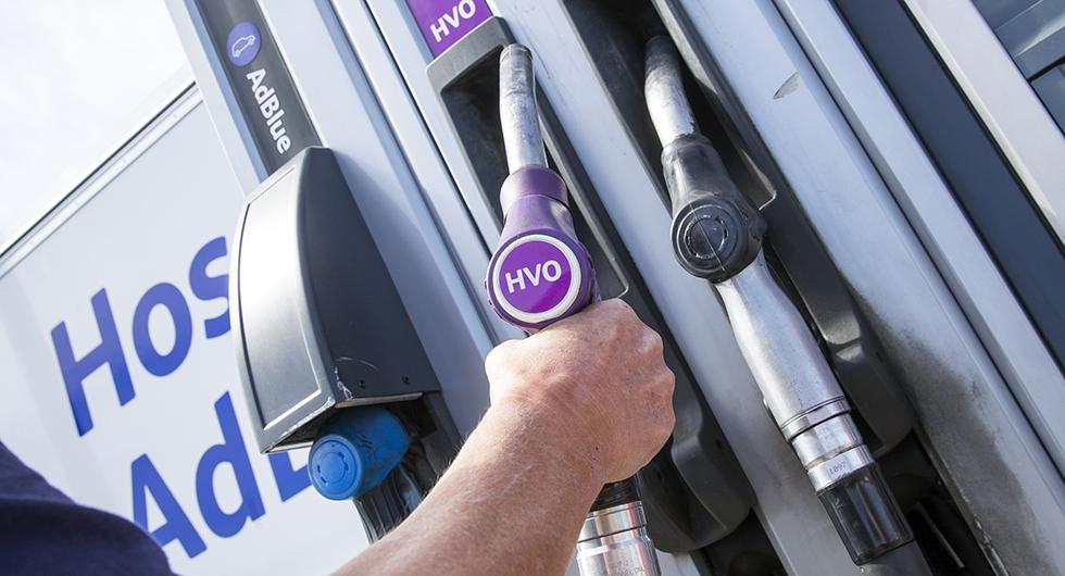 Tanka dieselbilen med växtolja och slaktavfall? Tänk på att HVO100 inte är godkänt för alla bilar.