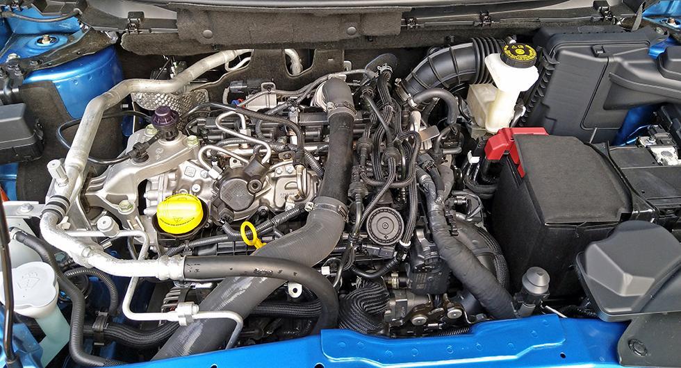 Renare avgaser, men installationen ger milt uttryckt ett stökigt intryck. Nissan har dock fått bättre kontroll på bilens kylning och Qashqaiägaren behöver inte längre täcka grillen vintertid.