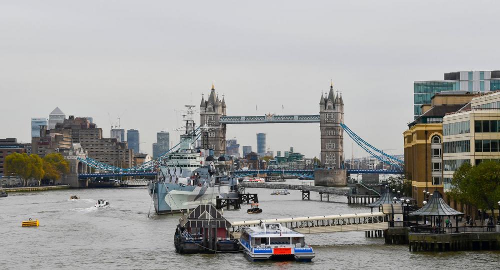 En båttur eller en promenad utefter Themsen och över broarna ger också fin utsikt. Från London Bridge ser vi över till Tower Bridge.
