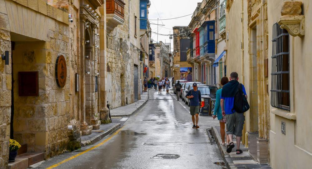 Utefter Rabats gator är skyltningen tydlig och som turist är det lätt att hitta till intressanta platser.