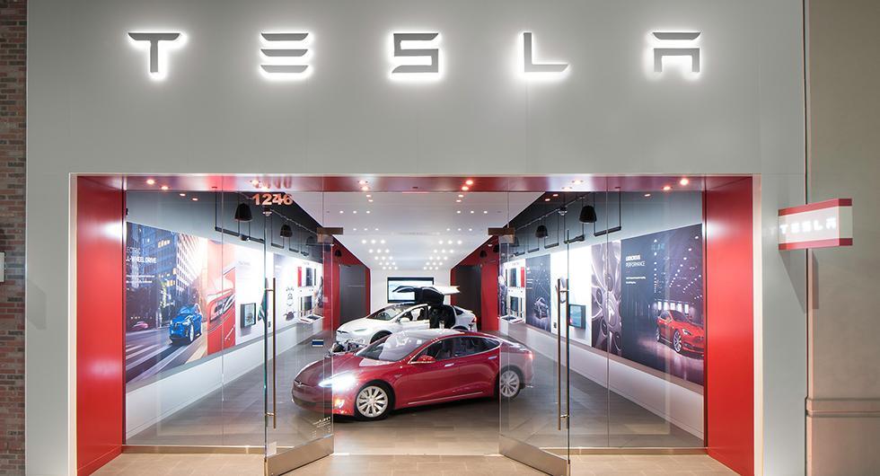Tesla svänger om butiksstängning