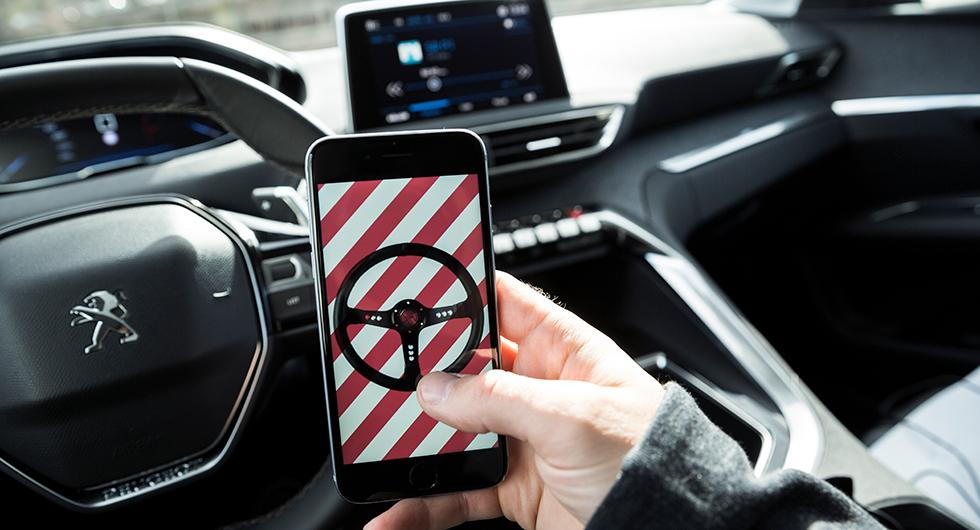1 av 3 struntar i mobilförbudet