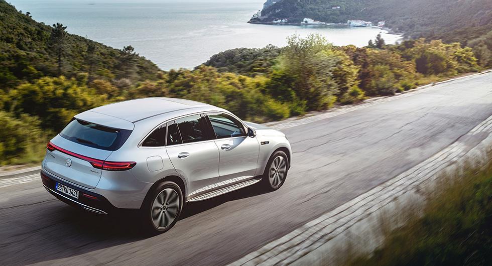 EQC är Mercedes första elbil. Om drygt 10 år räknar de med att alla bilar de säljer kommer att vara laddbara.