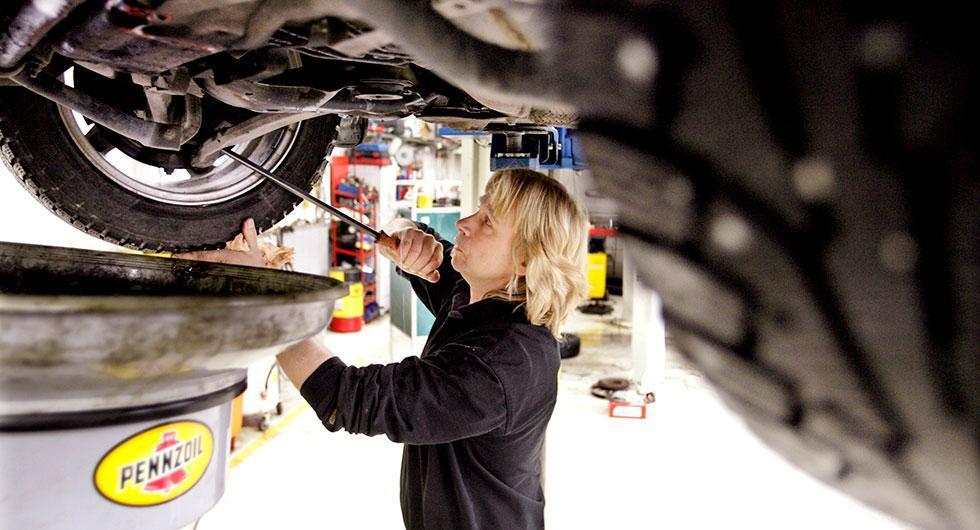 Försäkringsbolag och tillverkare styr bilägarna