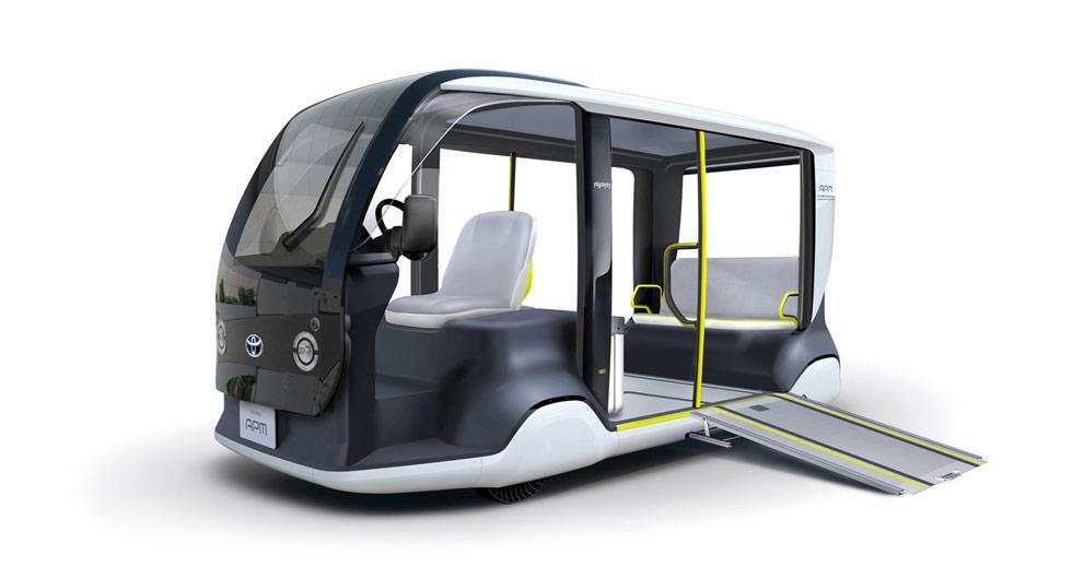 Toyota visar upp eldrivna minibussar