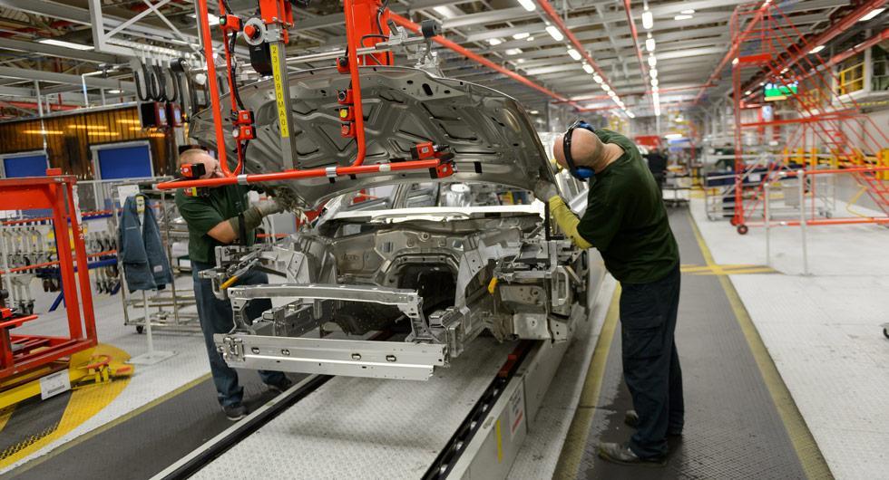 Brittiska biltillverkare varnar premiärministern