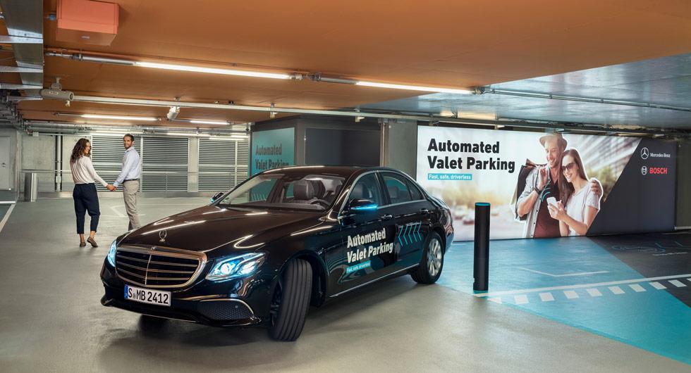 Daimlers förarlösa parkeringssystem godkänns – men bara i ett garage