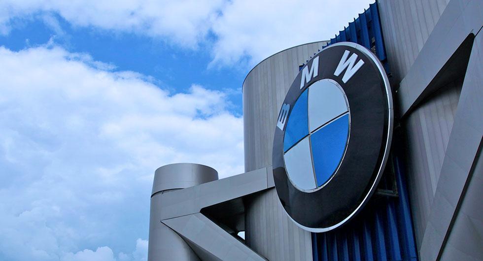 Flera svenskar drabbade av brinnande BMW-bilar