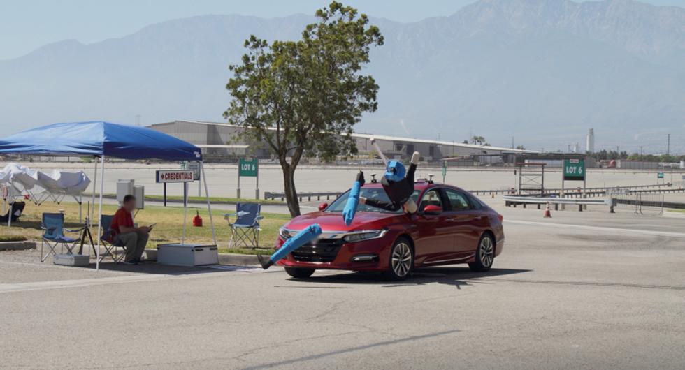 Bilar misslyckas ofta att bromsa för fotgängare