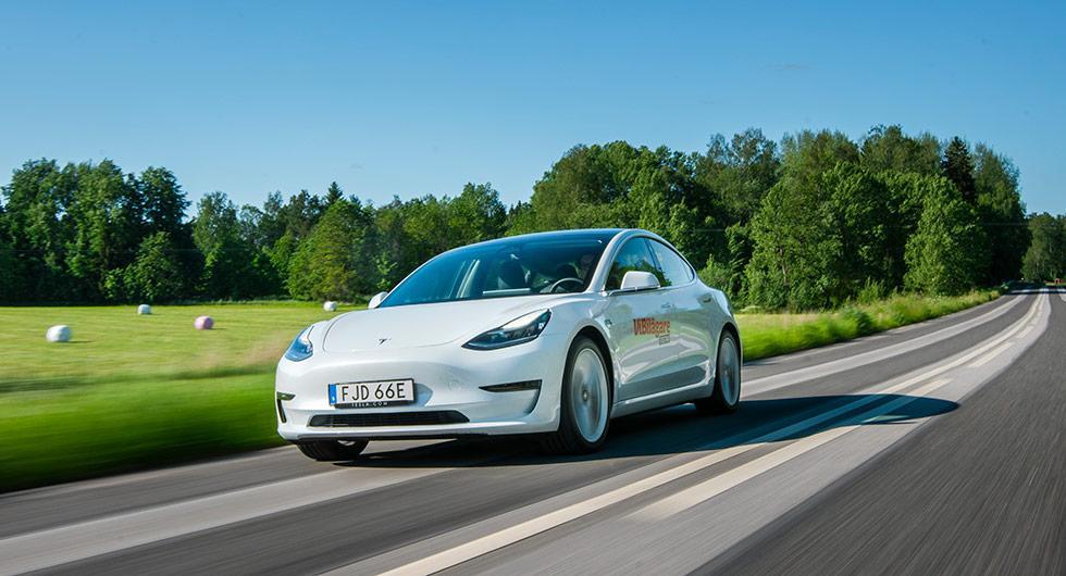 """Tesla Model 3 skulle bli en """"folk-elbil"""", men prislappen på 549900 kronor talar ett annat språk."""