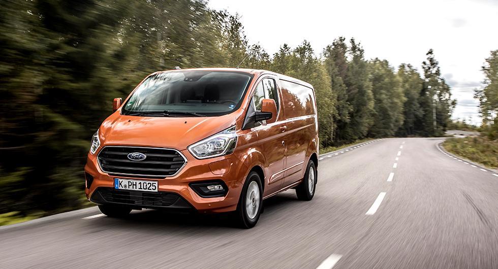 Transit Custom, mellan-modellen i Transitfamiljen, erbjuds nu som laddhybrid. foto: ford