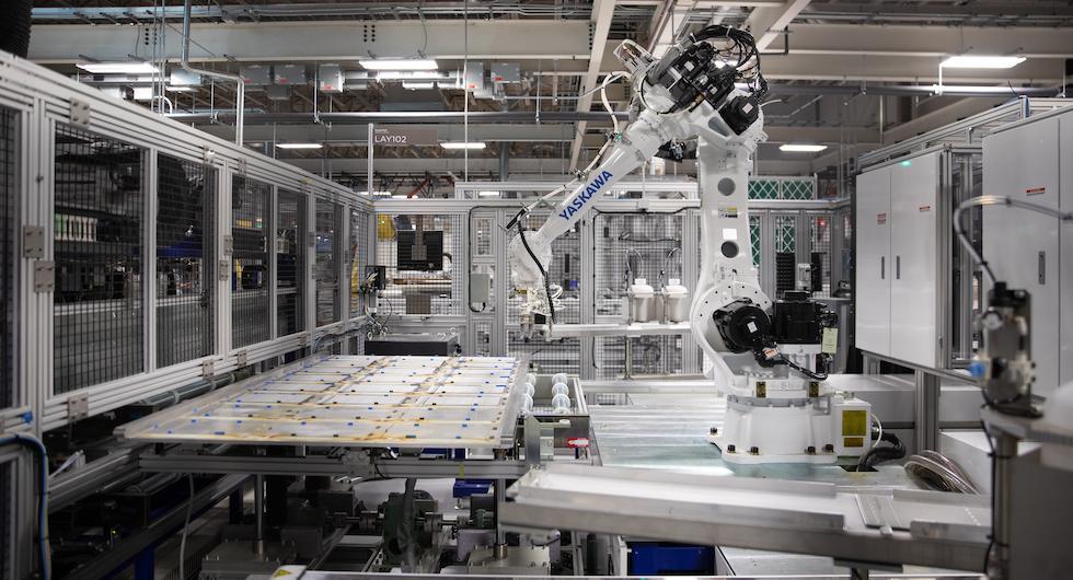 Teslas fabriksbygge pausat efter protester