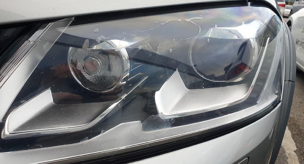 Bilfrågan: Ensam om flagnande strålkastare?