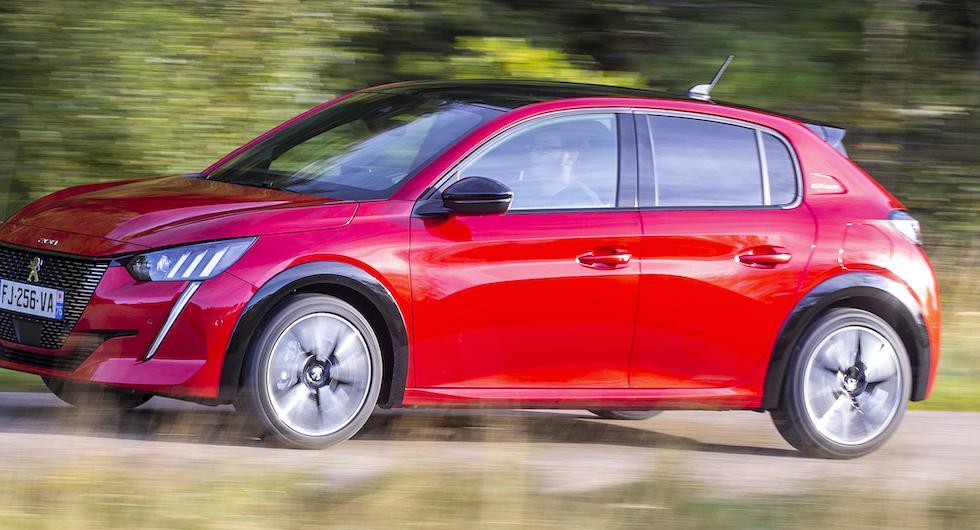 Officiellt: Peugeot 208 är Årets Bil 2020 – Tesla Model 3 frånkörd