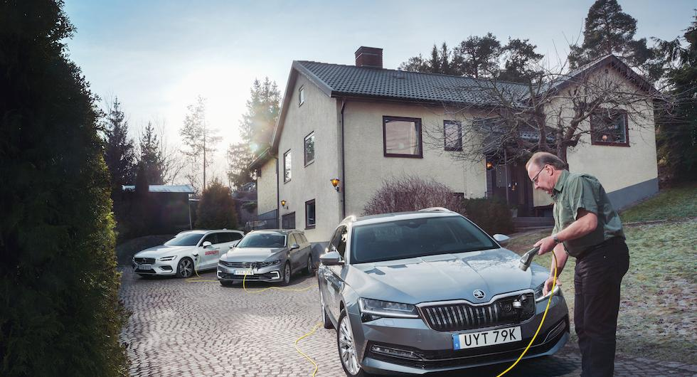 Test: Skoda Superb iV, Volkswagen Passat GTE och Volvo V60 T6 Twin Engine (2020)