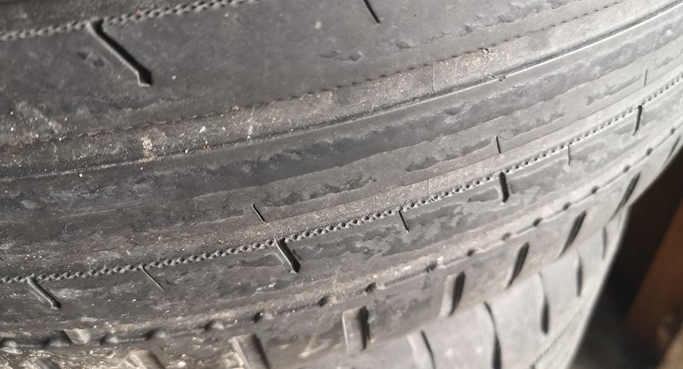Bilfrågan: Märkligt slitage på sommardäcken?