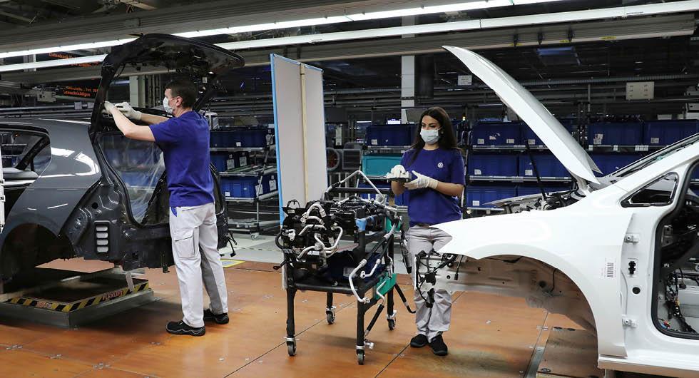 Volkswagen ska öppna fabrikerna med 100-punktsplan