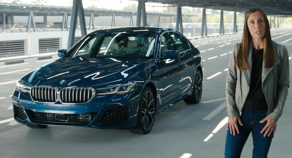 Först ut att använda den Apples nya digitala bilnyckel är ansiktslyfta BMW 5-serie. Emily Schubert är chef för Apples utveckling av biltjänster.