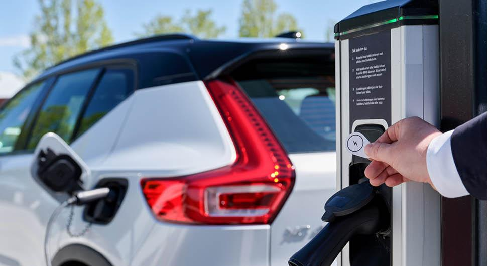 Klart: Volvos elbilsköpare snabbladdar med Plugsurfing
