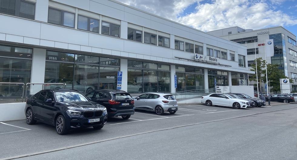 Här på auktoriserade BMW-återförsäljaren Bavaria i Solna började en laddhybrid brinna tidigare under sommaren.