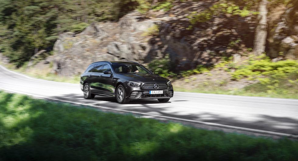 Mercedes uppdaterar sin storsäljande E-klass efter fyra år i produktion. Drivlinor och hybriddrift är oförändrat.