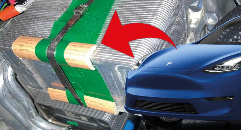 Teslas udda lösning: Viktig del hålls på plats av träbit