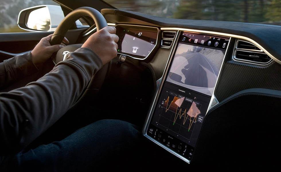 Med uppdateringar via nätet och eldrift får biltillverkarna lättare att sträcka ut livslängden för nya bilmodeller utan att behöva ersätta dem helt.