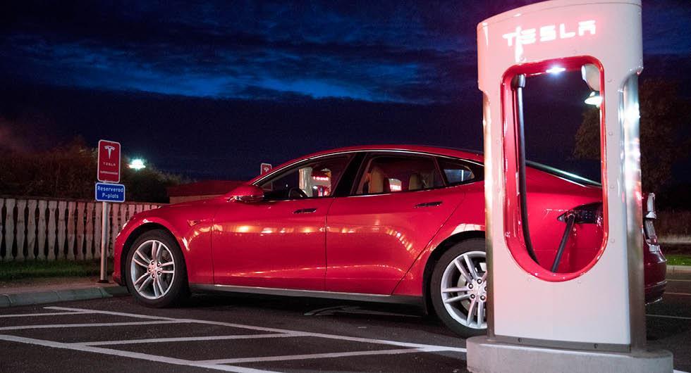 Teslas mystiska bugg: Vem som helst kan ladda gratis