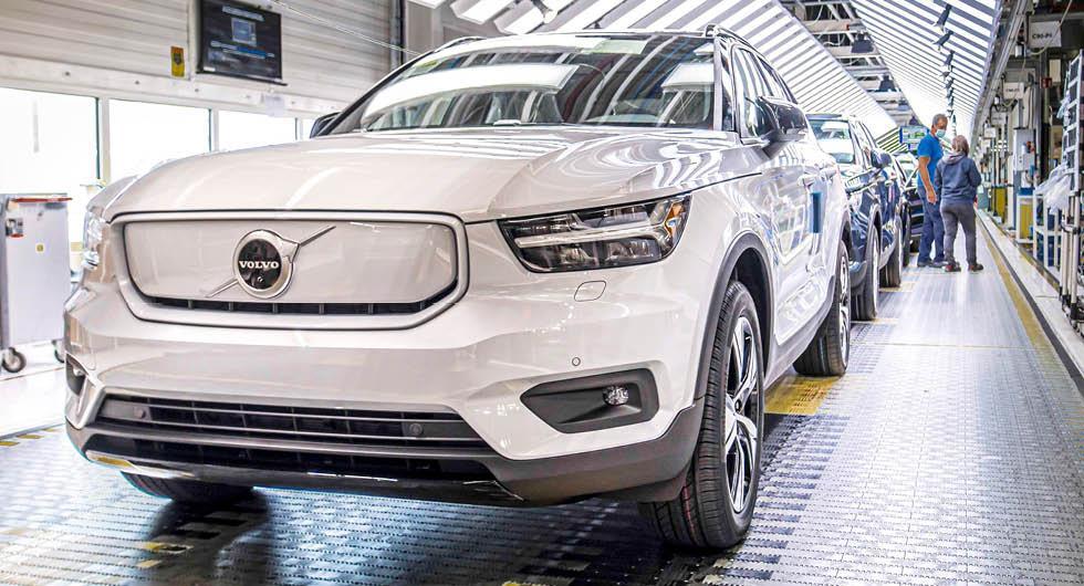 Volvo har börjat bygga XC40 Recharge – här rullar elbilen av bandet