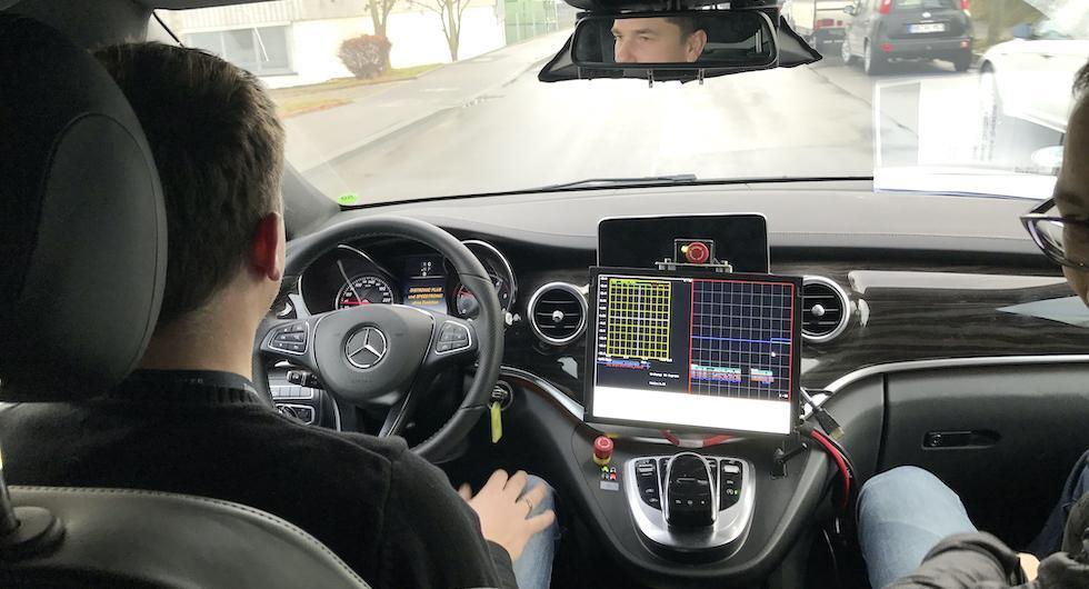 """Mercedes ger upp helt självkörande bilar: """"Vi kan inte vinna"""""""