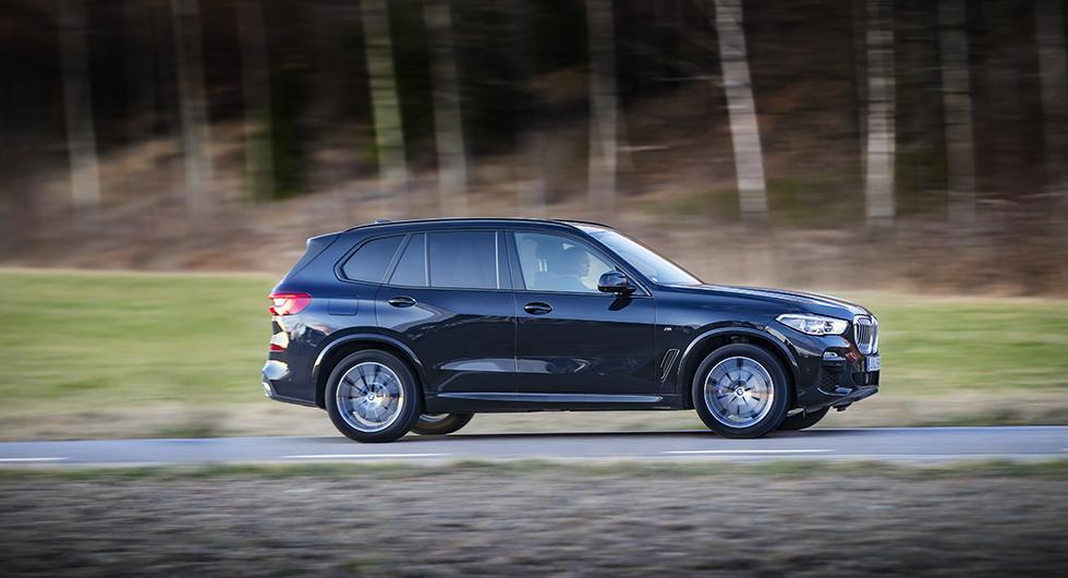 BMW X5 är stor. Modellen har vuxit med nästan 30 cm på längden sedan introduktionen.