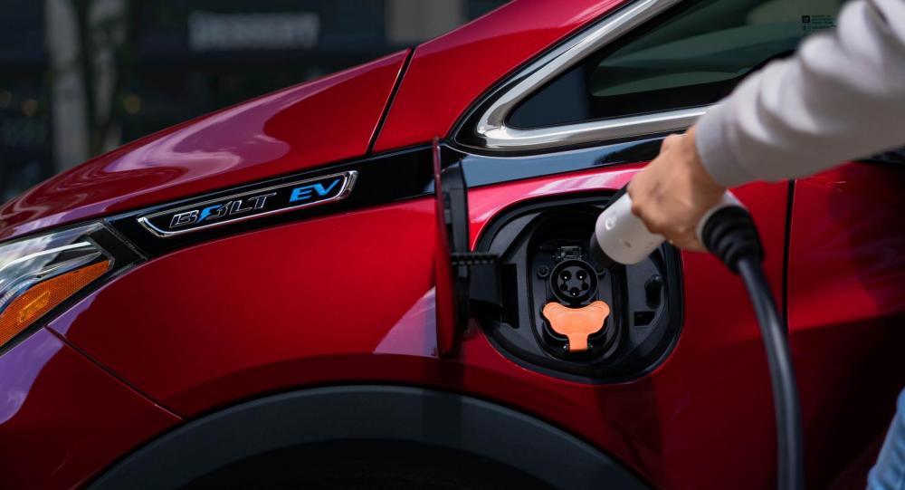 """Batteribränder i Chevrolet Bolt: """"Parkera bilen utomhus"""""""