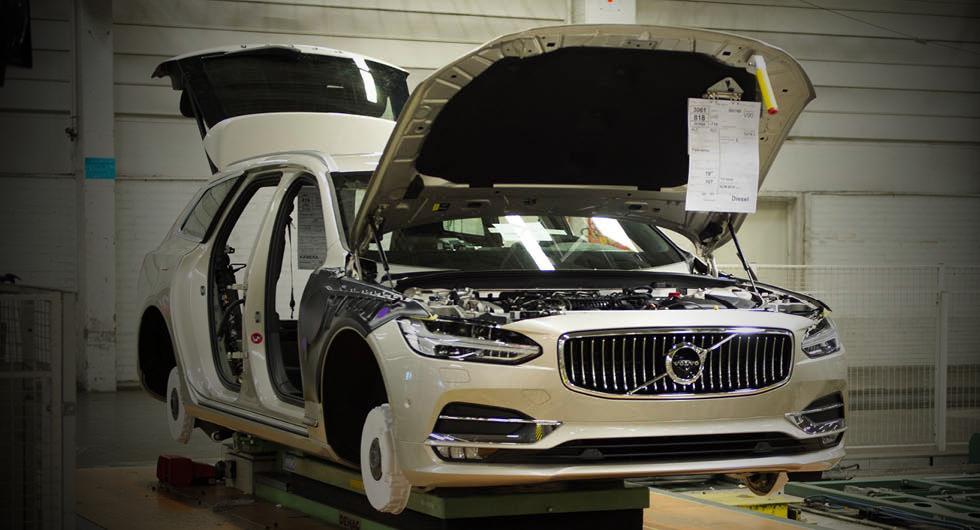 Svensk man åtalas för spioneri på Volvo och Scania