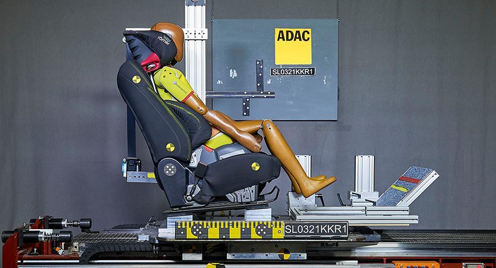 ADAC: Bättre skydd i bilbarnstol med nackskyddet kvar