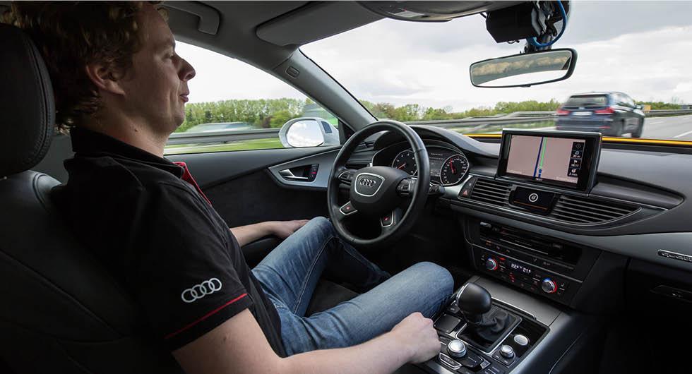 Storbritannien öppnar för mer självkörande bilar – men möts av kritik