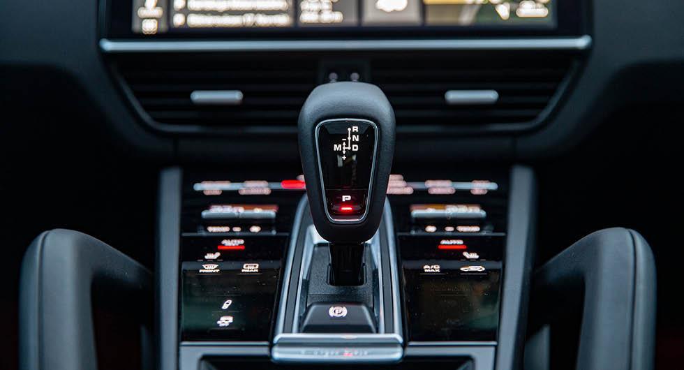 Automatlåda dyrare att köpa – men höjer värdet på bilen