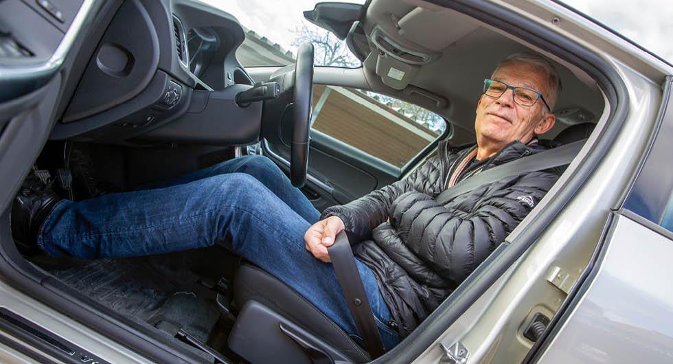 – Jag blev förvånad. Jag trodde att de skulle sätta dit en ny bältessträckare men de satte dit ett litet metallbleck i stället, säger V60-ägaren Roger Persson.