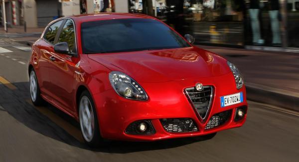 Alfa Giulietta Quadrifoglio Verde har samma motor med 240 hästkrafter som Alfa Romeo 4C.