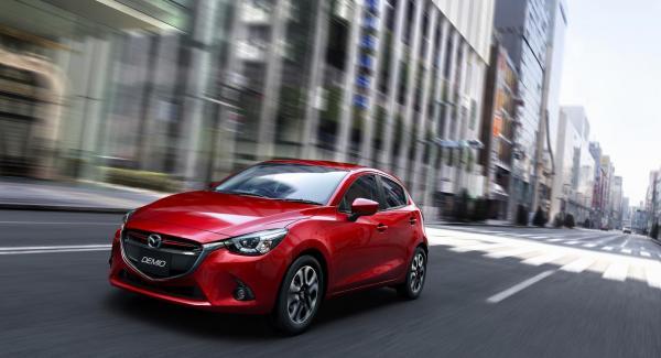 Bilderna föreställer den japanska versionen av nya Mazda2 som i allt väsentligt liknar den modell som snart når den europeiska marknaden.