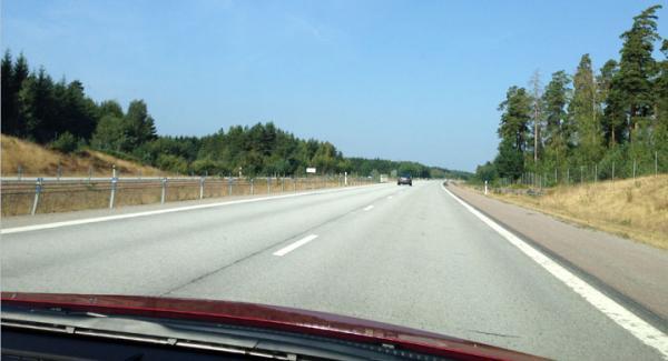 På långkörning med Toyota Auris på glest trafikerade motorvägar.