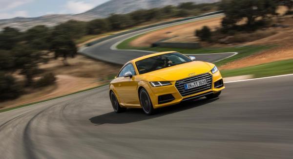 Vi Bilägares Tommy Wahlström rastar Audi TTS runt spanska Ascari-banan.