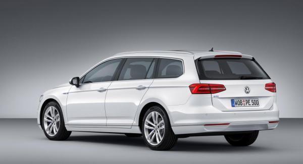 Nya Volkswagen Passat kommer som hybrid. Passat GTE ska gå 50 km på el och ha en toppfart på minst 220 km/tim.