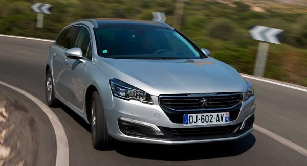 Ny grill som anknyter till Peugeots senaste formspråk. För första gången erbjuds också LED-strålkastare till 508.